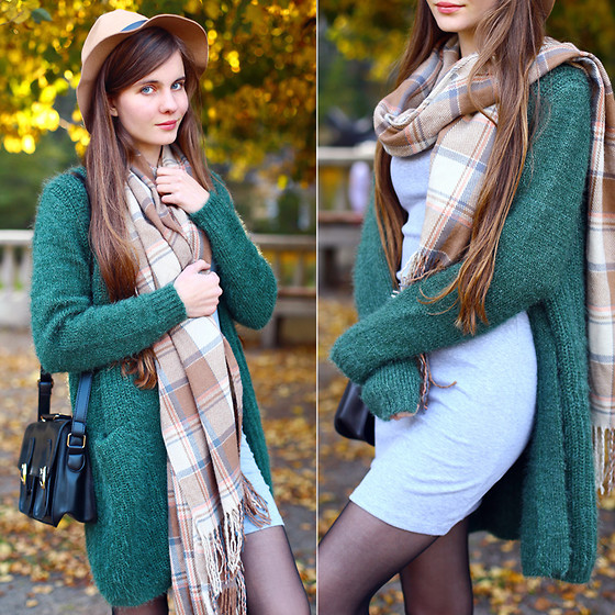 Ariadna Majewska - Green Cardigan, Grey Dress, Black Bag, Beige Scarf, Beige Hat - Green cardigan