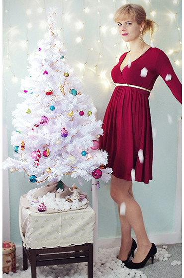 Chris Gentner - Dark Red Dress, Golden Belt, Brand New Blonde Hair! - (belated) merry christmas!