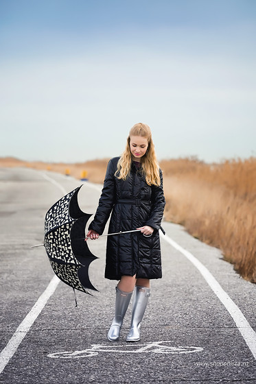 Oksana A - Hunter Boots, Moschino Umbrella, Patrizia Pepe Coat - Silver Hunter boots