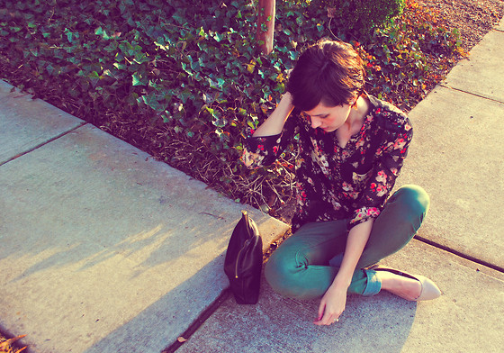Huntress W. - Sweet Rain Floral Print Tab Sleeved Blouse, H&M Green Skinny Jeans, Nude Flats, Baggu Leather Clutch - My Deliverer
