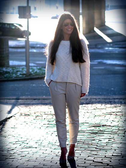 Fashionista Chloë Sterk - Vintage Jumper, Zara Pants, Heels - FIRST LOOK OF 2015