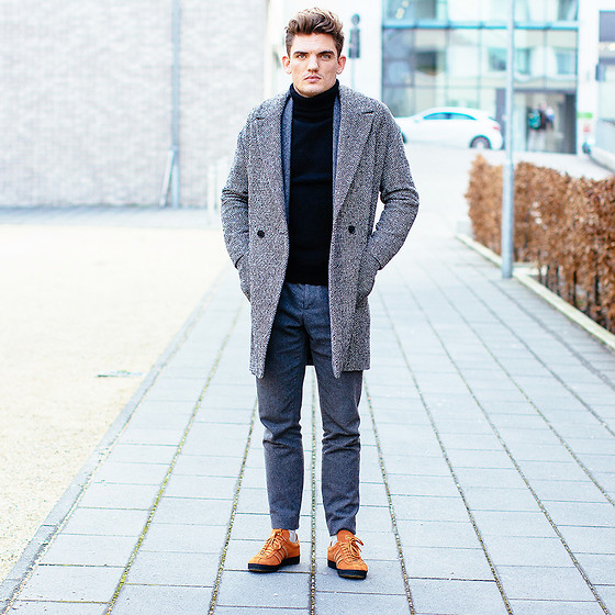 Florian Roser - Topman Coat, Uniqlo Sweater, Cos Pants, Adidas Sneakers - Gray meets gray