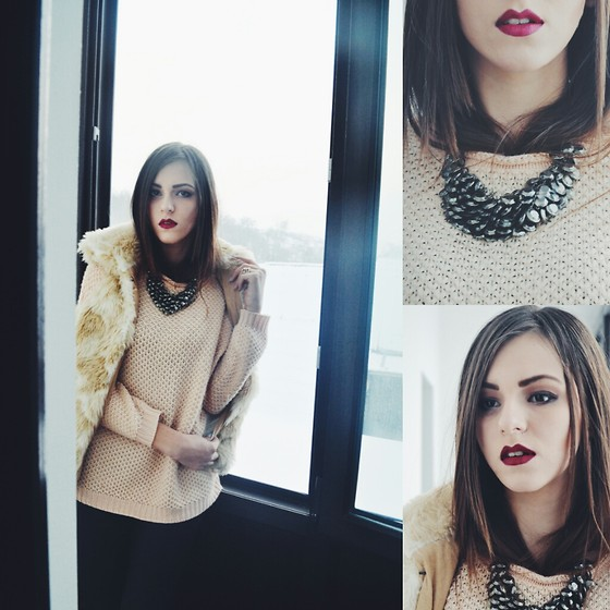 Emma Pavel - H&M Knitted Sweater, Bershka Fur Vest, Chanel Bloody Lips - Cozy winter day