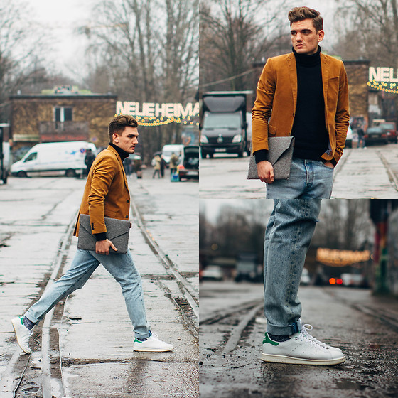 Florian Roser - H&M Blazer, Uniqlo Sweater, Pap Sweden Case, Levi's® Jeans, Adidas Sneakers - Busy in Berlin