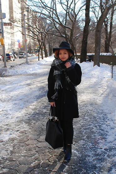 Kyleen Sanchez - Topshop Fedora, H&M Scarf, Topshop Coat, Topshop Bag, H&M Boots, American Eagle Outfitters Jeans - Compare and Contrast