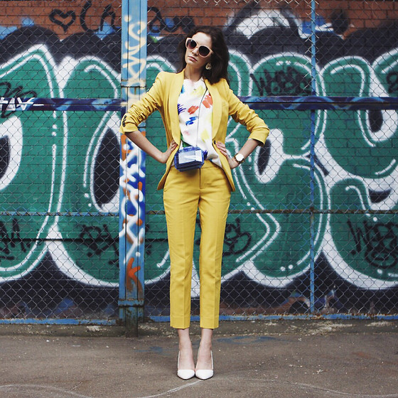 Anna Brain - 80's Purple Sunglasses, Choies Heels, Marc By Jacobs Watch - THE YELLOW SUIT