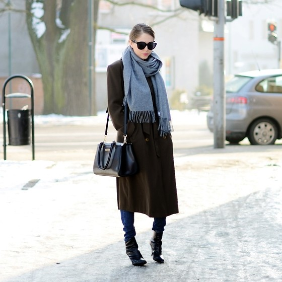 Kasia Szymków - Acne Studios Scarf, Valentino Bag, Céline Sunglasses, Clarks Boots - Long belted brown coat