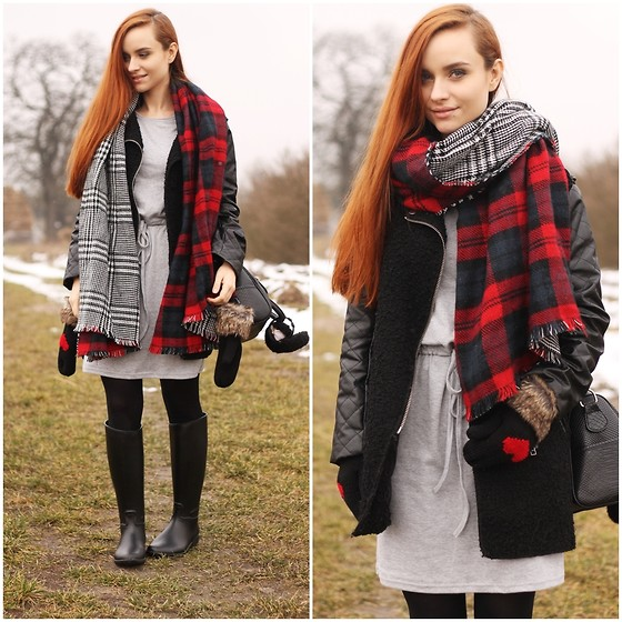 Iza Leszczak - Oasap Gloves, Oasap Scarf, Oasap Dress - Winter walk