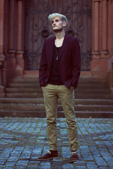Jean Bastí - Peter Werth Bordeaux Blazer, Icon Brand Anchor Necklace, Asos Desert Boots, New Look Sand Chino, Zara Black T Shirt - Cathedral