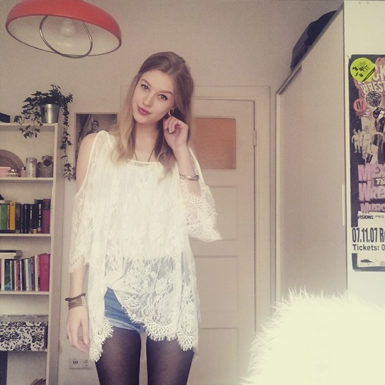 Nadja Firefly - Lace Shirt, Levi's® High Waist Shorts - Waiting for the summer