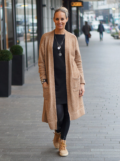 Chris - Asos Cardigan, Saint Tropez Black Dress, Asos Legging, Fretons Shoes - Love my cardigan