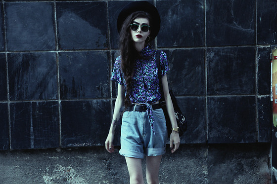 Violet Ell - Topshop Backpack, American Apparel Shirt, Sunglasses - 13
