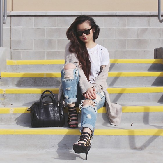 Amy Ha - Markkit Hit Me With Your Best Shot Tee, Brandy Melville Usa Caroline, Bdg Bf Jeans - Holy Matrimony
