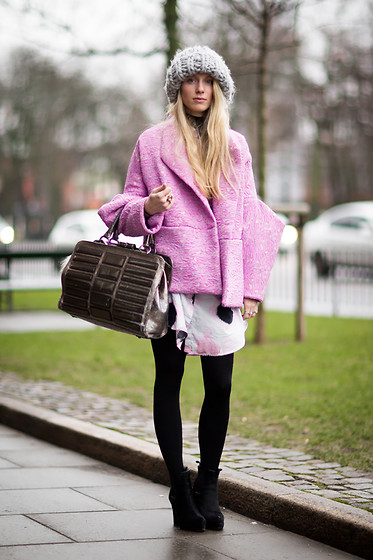 Laura Tonder -  - BIG BEANIE BARBIE