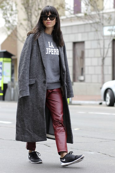 Lucia Mouet - Zara Coat, Madewell Top, H&M Pants, Céline Sunglasses, Nike Sneakers - Burgundy leather pants