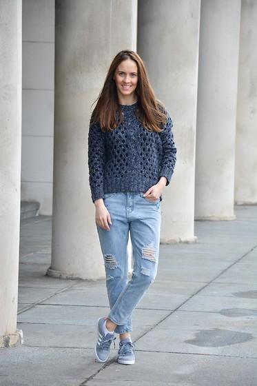 Primark Sweater, Jeans, Adidas Sneakers