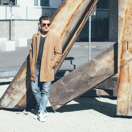 Florian Roser - Topman Coat, Cos Jeans, Adidas Sneakers, Uniqlo T Shirt, Ray Ban Sunglasses - Make it summer