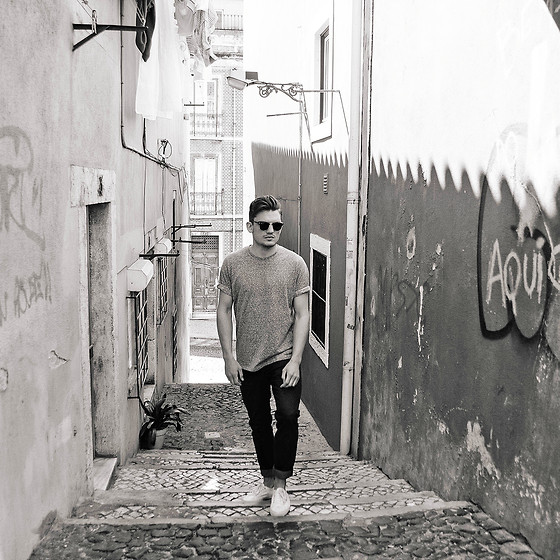 Florian Roser - Cos Tee, Cos Jeans, Superga Sneakers, Ray Ban Sunglasses - Classic