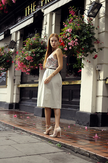 Jasmin Valta - Vintage Skirt, Zara Shoes - Country like