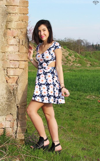 Francesca Schiavoni - Hollister Dress, 353 Police Ankle Boots - Fourty.