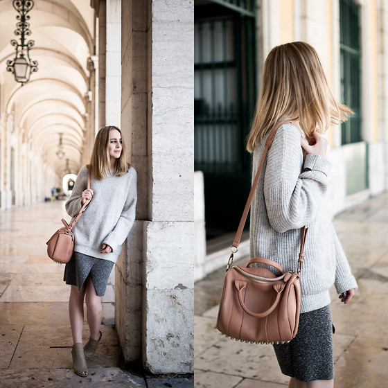 TIPHAINE MARIE - Skirt, Bag - Soft tones.
