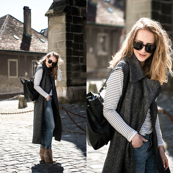 TIPHAINE MARIE - Jeans, Sweater, Coat, Bag - Windy day.