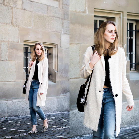 TIPHAINE MARIE - Coat, Jeans, Flats, Bag - High waisted.