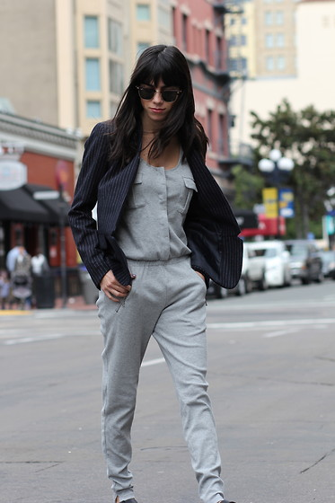 Lucia Mouet - Zara Jumpsuit, H&M Blazer, Ray Ban Sunglasses - GRAY JUMPSUIT AND PINSTRIPES