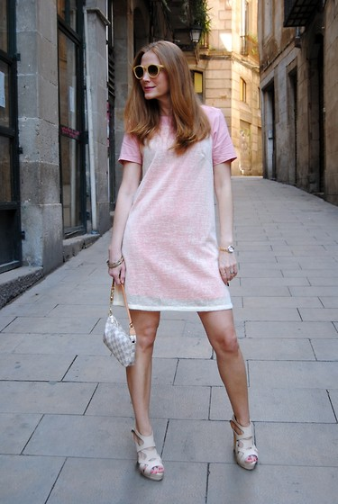 Colourvibes Blog -  - Lady in pink!