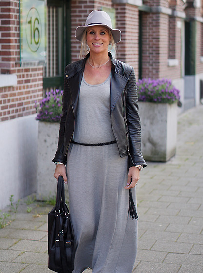 Chris - Zara Maxi Dress, Pepe Jeans Leather Jacket, Maison Scotch Hat - My maxi dress