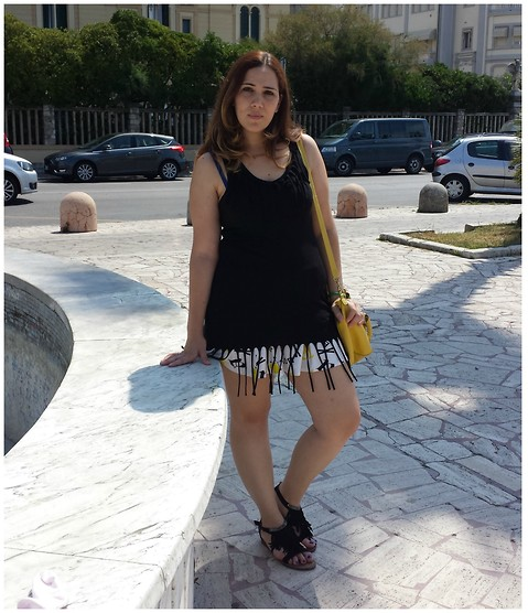 Angelica Giannini - Calzedonia Top, H&M Skirt, H&M Bag, Il Banco Di Marilyn Sandals - Fringe top