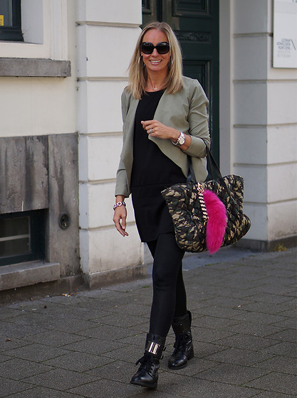 Chris - Saint Tropez Blazer, Supertrash Melody Boots, Modstrom Tunic, Modstrom Army Bag - Army Print