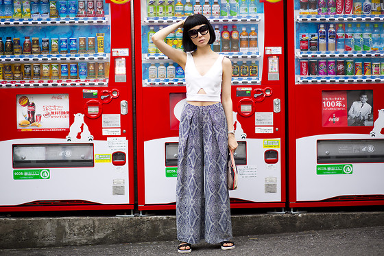 Samantha Mariko - Front Row Shop Crop Top, H&M Wide Pants, Aldo Sandals, Dezso Clutch, Zero Uv Sunglasses - Breezin'