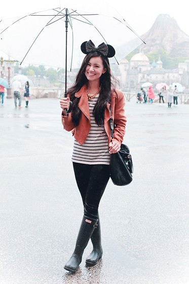 Ellen Kaminagakura - Marc By Jacobs Bag, Hunter Rain Boots - Tokyo Disney Sea