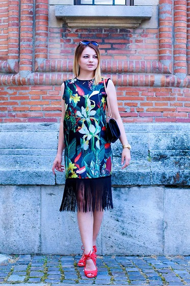 Kristina P. - Sheinside Dress, Amiclubwear Sandals - Exotic print