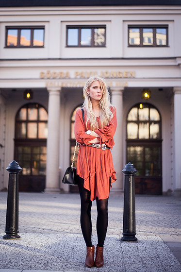 Laura Tonder -  - GOING OUT IN STOCKHOLM