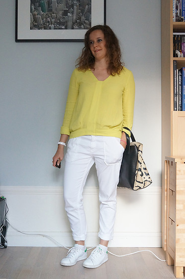 Lapines Crétines - See You Soon Top Jaune, Ba&Sh Jean Sally, Furla Bag, Adidas Stan Smith - Quand Harry rencontre Sally