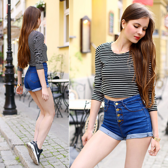 Ariadna Majewska - Striped Blouse, Denim High Waisted Shorts, Gold Necklace - Casual