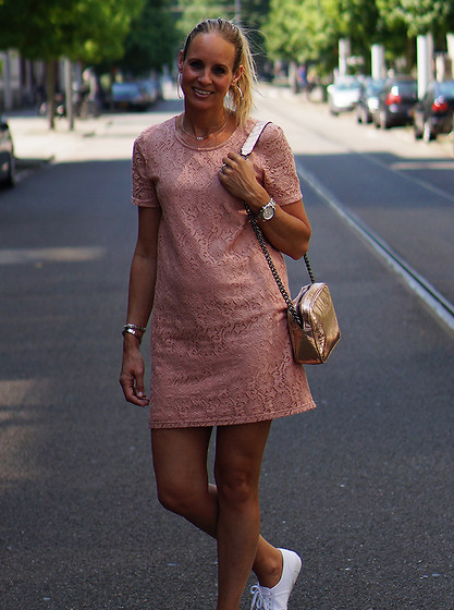 Chris - Vero Moda Dress, Superga Sneakers, Zara Metallic Bag - Nude Palette