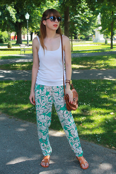 Monika Tremski - Oasap Pants, Romwe Sandals, Jord Wood Watches Watch - Jord wood watch