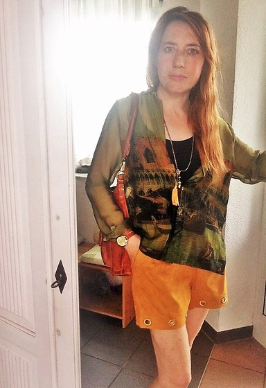 Nessy Wagner - Edited Nessy´S Shorts, Cartoon Nessy´S Blouse, Necklace With Tassels /Leather, Campomaggi Nessy´S Bag - Are you with me?