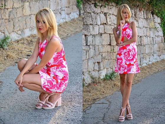 ASIA (IN &OUT BLOG) - Dress, Stradivarius Sandals - Dziki roz..