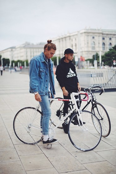 "Richy Koll - Vans Sneakers, H&M Socks, Cheap Monday Jeans, Oversize Jeans Jacket, H&M Oversize Shirt, H&M T Shirt, Supreme Bike - ""bike life"" part 2."