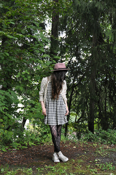 Sunniva - Warehouse Hat, Topshop Dress, Nn07 Button Up, Converse All Stars - Conundrums