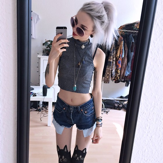 Kimi Peri - Bijou Brigitte Rosè Shades, Amazon Kitty Tights, Levis Diy Cutoff Shorts, H&M Grey Crop Top, Thrifted Turquoise Stone Pendant, Choker - Kitty Cat