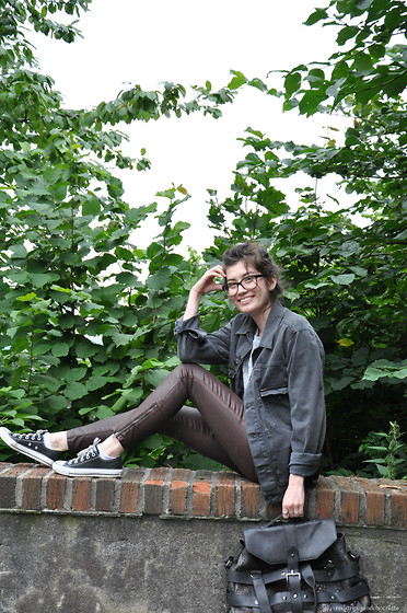Sunniva - Tiger Of Sweden Jacket, Cala & Jade Bag, Current/Elliott Trousers, Converse Shoes, Chanel Glasses - Sweater weather