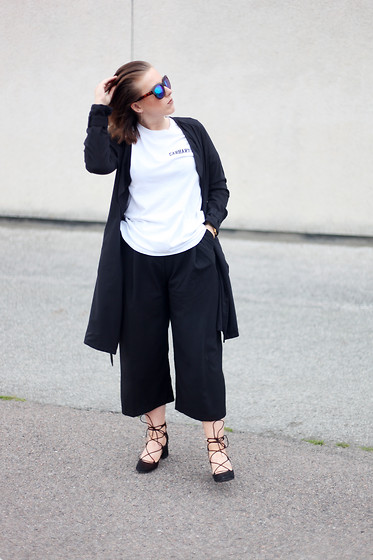 Shannen Smith - Carhartt Tee, H&M Culottes, H&M Coat, Zara Lace Ups, New Look Sunglasses - Lace ups