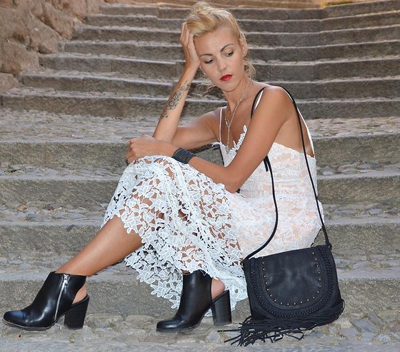 ASIA (IN &OUT BLOG) - Sheinside Dress, Bag, Bershka Boots - Lace dress..