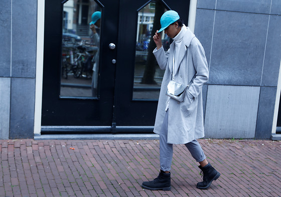 John Setrodipo - Nike Cap, H&M Coat, H&M Trousers, Timberlands, Monki Metallic Clutch, H&M Turtle Neck - GET READY BACK TO UNIVERSITY
