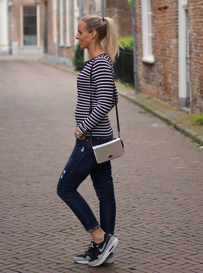 Chris - Superdry Striped Top, Mango Boyfriend Jeans, Pauls Boutique Bag, Nike Air Max 1 Sneakers - Breton stripe